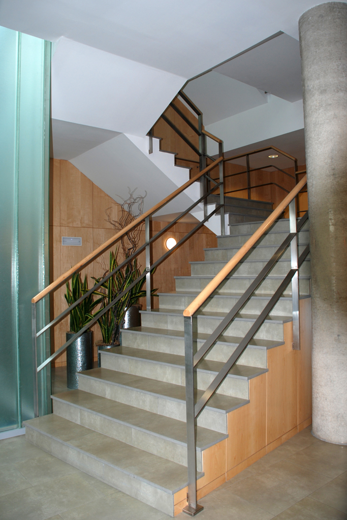 Barandillas y pasamanos talleres armis n taller de for Ver escaleras de interior