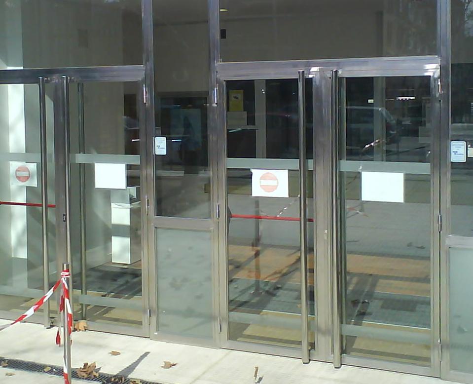 Trabajos en acero inoxidable talleres armis n taller for Puertas de acero inoxidable